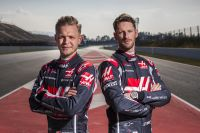 Kevin Magnussen (left) und Romain Grosjean (right) (c) haasf1team.jpg